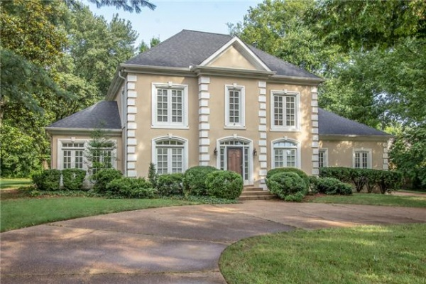 Custom home in sought after Derby Glen Close