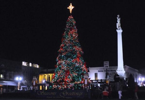 Music, projected light, will embellish Dec. 3 tree lighting ...