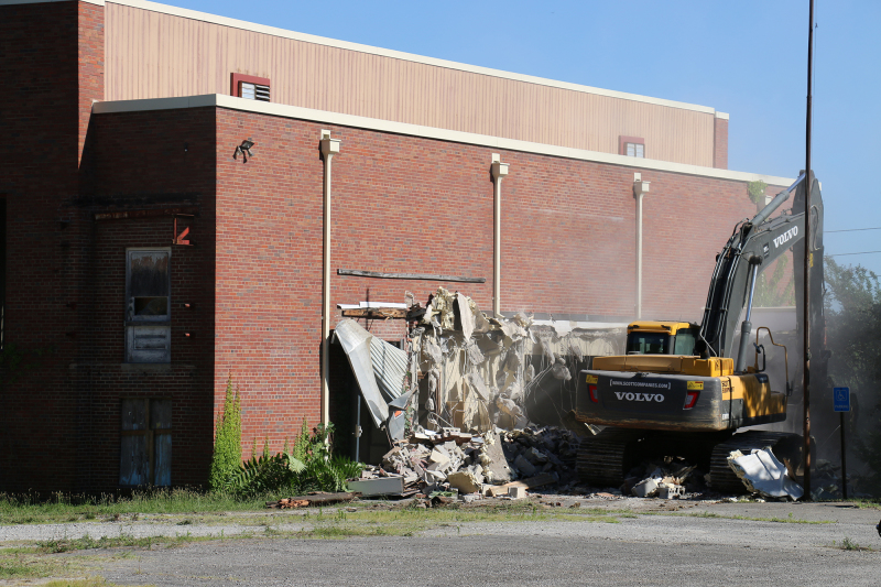 Watch the Old Franklin High Gym fall to the ground