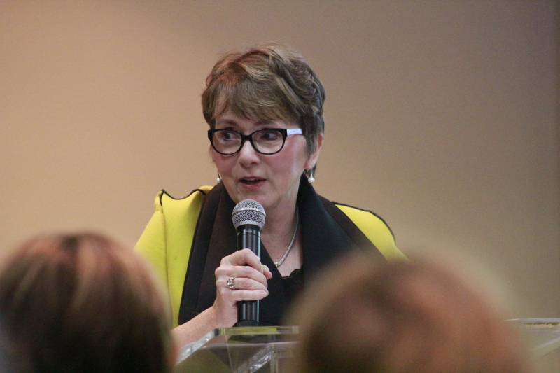 Speaker coaches business women on negotiating skills, confidence