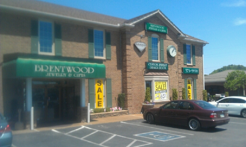 WHAT'S UP WITH THAT?: Brentwood Jewelry-Gifts not closing despite 'must go' sign
