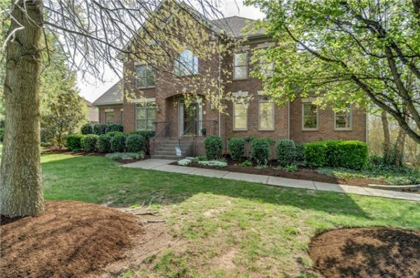 New listing in Brentwood's Oakhall won't last