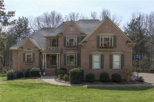 Beautiful Bonbrook home features best of Williamson County