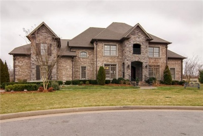 New listing in McGavock Farms: Elegance and quality