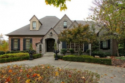 Tuscan estate on High Valley Drive charms